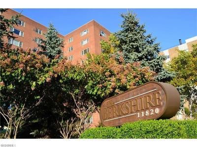 Lakewood Condo/Townhouse For Sale: 11820 Edgewater Dr #1001