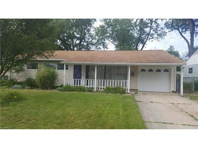 Parma Heights Single Family Home For Sale: 11616 Appleton Dr