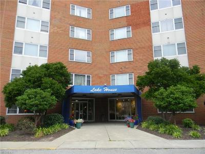 Lakewood Condo/Townhouse For Sale: 11850 Edgewater Dr #206