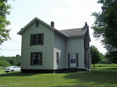 Ashtabula County Single Family Home For Sale: 482 South Parrish Rd