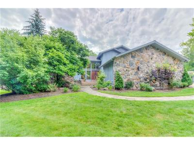 Pepper Pike Single Family Home For Sale: 25 Hunting Hollow Dr