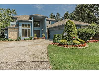 Beachwood Condo/Townhouse For Sale: 12 Longmeadow Ln