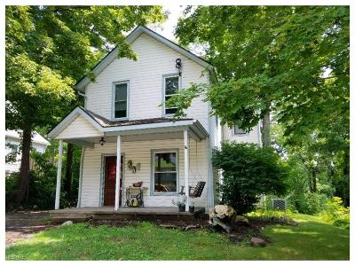 Mantua OH Single Family Home For Sale: $119,900