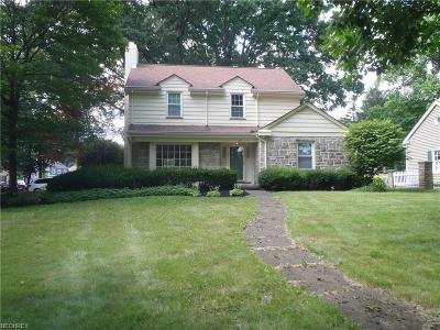 Youngstown Single Family Home For Sale: 140 Overhill Rd