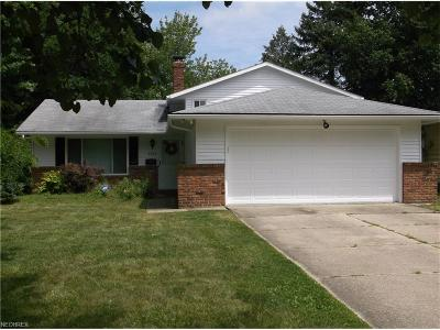 Solon OH Single Family Home For Sale: $170,900