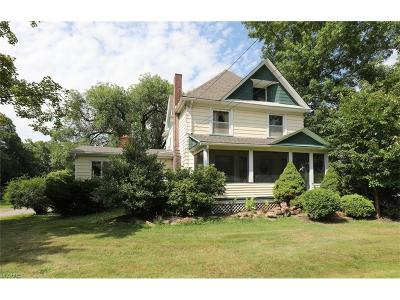 Austintown Single Family Home For Sale: 4004 Burkey Rd