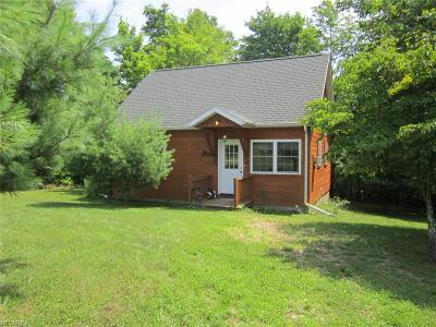 Guernsey County Single Family Home For Sale: 15711 Freedom Rd