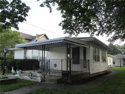 Single Family Home For Sale: 1317 Main St