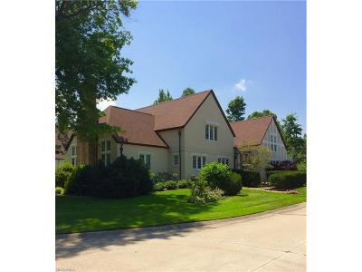 Lakewood Single Family Home For Sale: 1052 Edgewater Ln