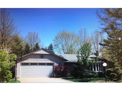 Strongsville OH Single Family Home For Sale: $196,500