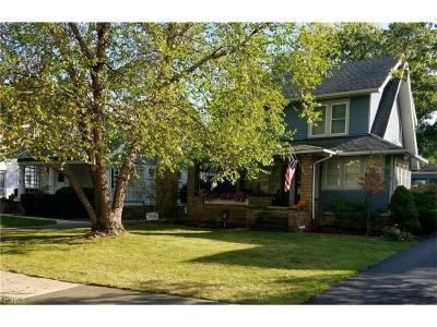 Lakewood Single Family Home For Sale: 17811 Lakewood Heights Blvd