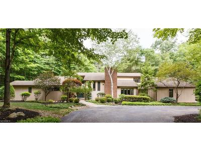 Willoughby Hills Single Family Home For Sale: 2 Windy Hill Dr