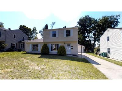 Willoughby Single Family Home For Sale: 5378 Strawberry Ln