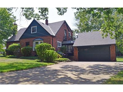 Willoughby Hills Single Family Home For Sale: 2538 River Rd