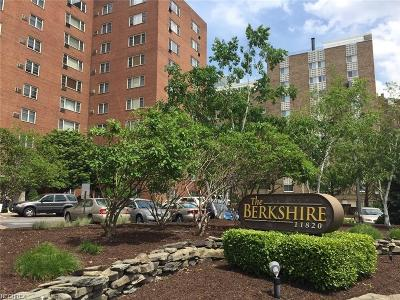 Bay Village, Cleveland, Lakewood, Rocky River, Avon Lake Condo/Townhouse For Sale: 11820 Edgewater Dr #318