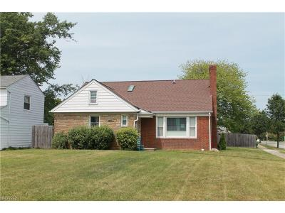 Lyndhurst Single Family Home For Sale: 4957 Fairlawn Rd