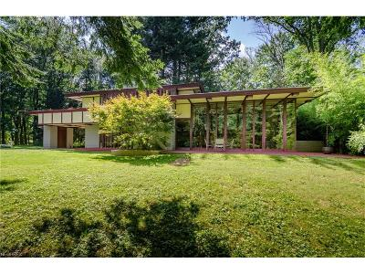 Willoughby Hills Single Family Home For Sale: 2215 River Rd