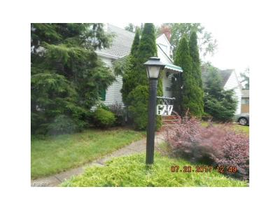 Parma Heights Single Family Home For Sale: 6247 Stratford Dr