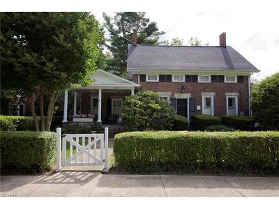 Chagrin Falls Single Family Home For Sale: 209 South Franklin St