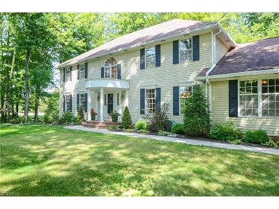 Geauga County Single Family Home For Sale: 103 Foxhall Dr