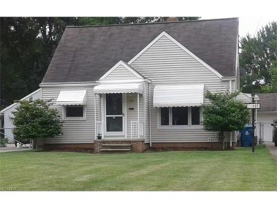 North Olmsted Single Family Home For Sale: 23807 Elm Rd