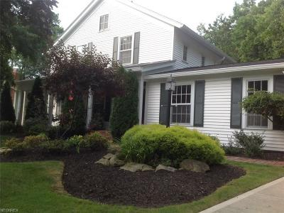 Chagrin Falls Single Family Home For Sale: 60 Tartan Ct
