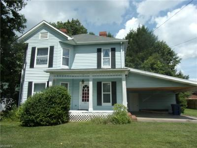 Marietta Single Family Home For Sale: 214 Masonic Park Rd