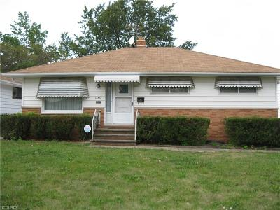 Maple Heights Single Family Home For Sale: 15817 Dunbury Dr