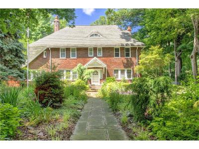 Bratenahl Single Family Home For Sale: 324 Corning Dr