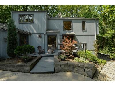 Strongsville OH Single Family Home For Sale: $359,900