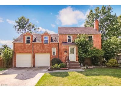 Middleburg Heights Single Family Home For Sale: 7294 Craigmere Dr