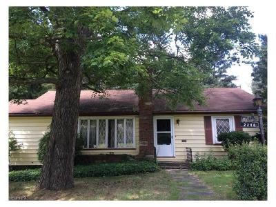Youngstown Single Family Home For Sale: 2208 Volney Rd