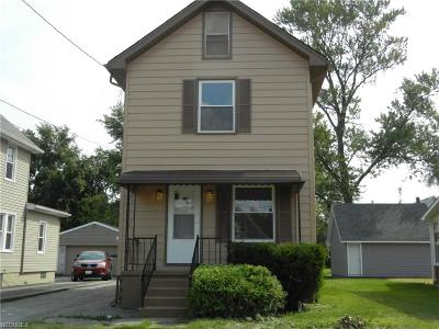 Struthers Single Family Home For Sale: 230 Maplewood Ave