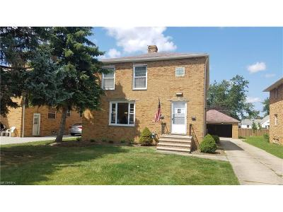 Middleburg Heights Multi Family Home For Sale: 7478 Pearl Rd