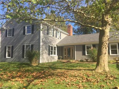 Chagrin Falls Single Family Home For Sale: 16237 Snyder Rd