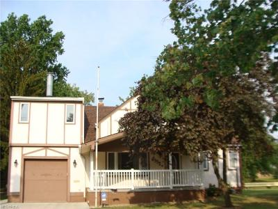 Brook Park Single Family Home For Sale: 6352 Claudia Dr