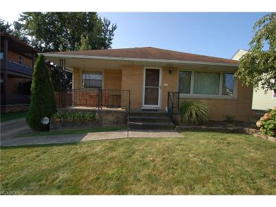 Parma Single Family Home For Sale: 7907 Ackley Rd