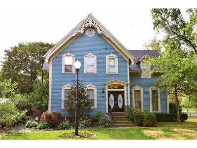 Lakewood Single Family Home For Sale: 16807 Hilliard Rd