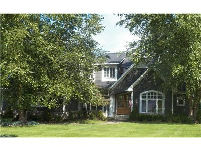 Broadview Heights Single Family Home For Sale: 1339 Homestead Creek Dr