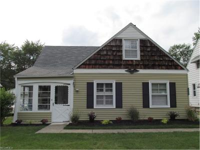 Parma Heights Single Family Home For Sale: 6856 Greenleaf Ave