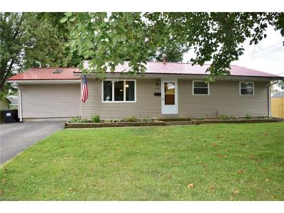 Licking County Single Family Home For Sale: 558 Mikes Ln