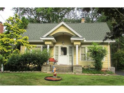 Mayfield Heights Single Family Home For Sale: 1377 Belrose Rd