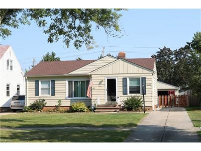 Parma Heights Single Family Home For Sale: 11650 Blossom Ave