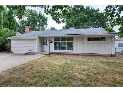 Parma Single Family Home For Sale: 10045 Manorford Dr