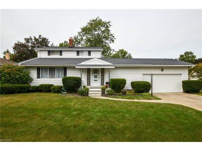 Parma Heights Single Family Home For Sale: 6746 Anthony Ln