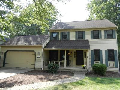 Olmsted Falls Single Family Home For Sale: 8454 Bradfords Gate