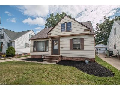 Willowick Single Family Home For Sale: 407 Beechwood Dr