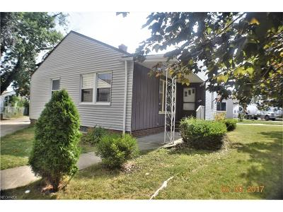Parma Single Family Home For Sale: 11471 Aaron Dr