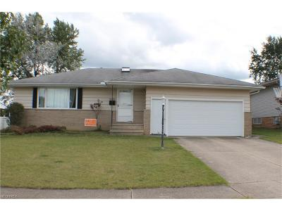 Parma Single Family Home For Sale: 2903 Bowmen Ln