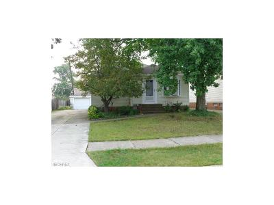 Parma Single Family Home For Sale: 6451 Keltonshire Rd